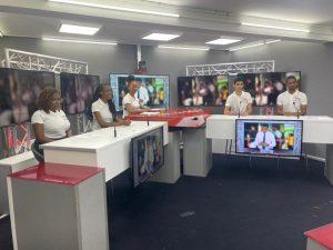 Les étudiants BTS MCO de l'équipe GEKO dans les studios de Canal 10